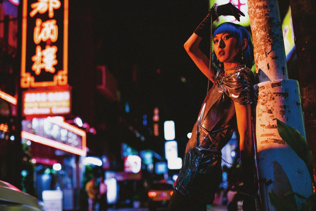 夜祭噪動》穿上這套衣服會自然地想一直耍騷,NEVADI x 女神下午茶:變裝的重點是態度