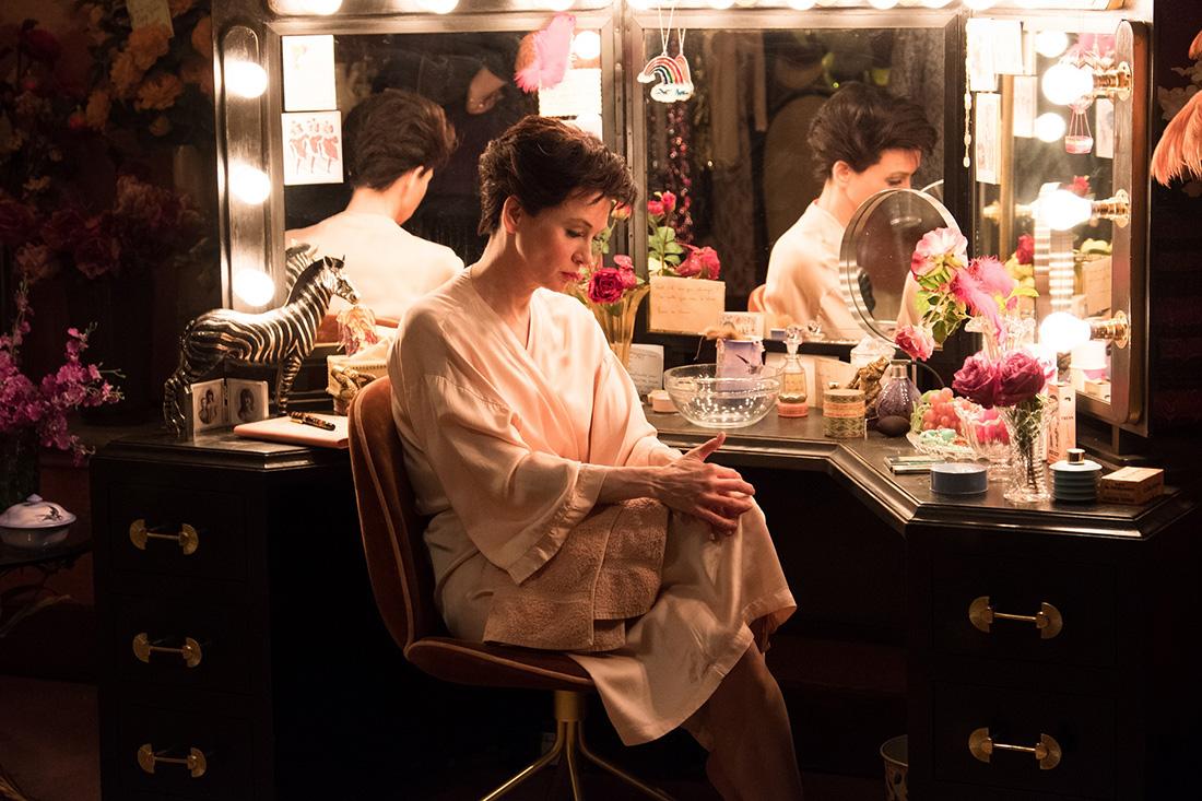 芮妮齊薇格飾一代同志偶像3天奪3影后,電影《茱蒂》男同志角色致敬傳奇