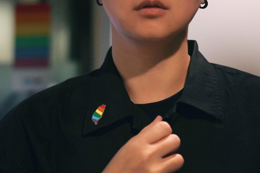 金彩台灣同婚元年紀念徽章,將亞洲第一的驕傲別在身上!