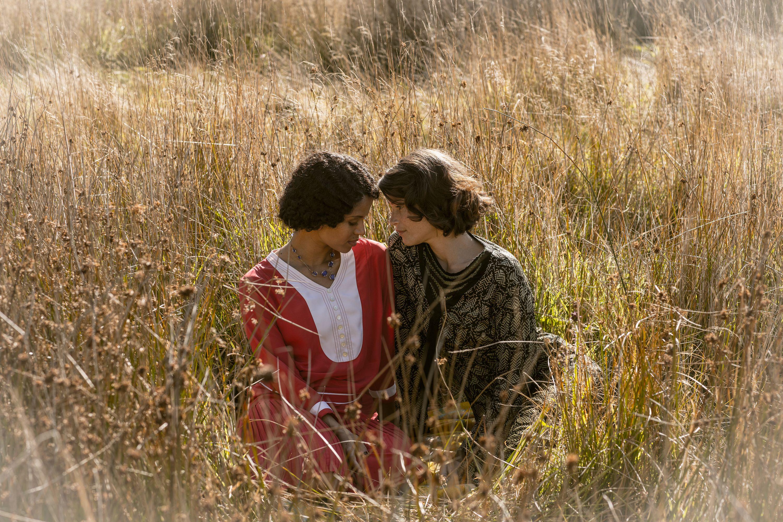 英倫電影《戀夏時光》,「前龐德女郎」潔瑪雅特頓譜出深情禁忌女女戀