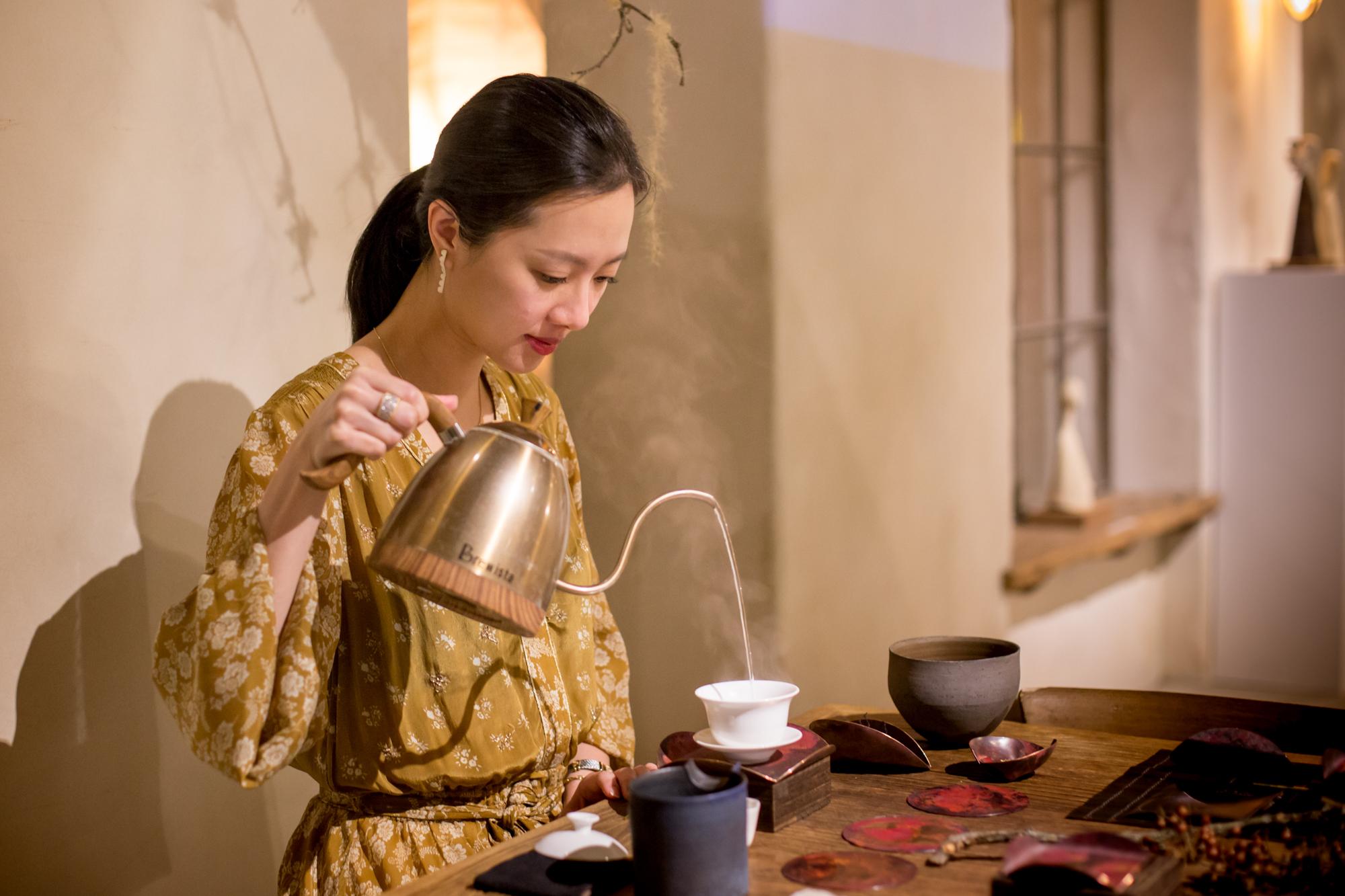 時尚與古典交融,以金工入茶,揉合生活的色香味