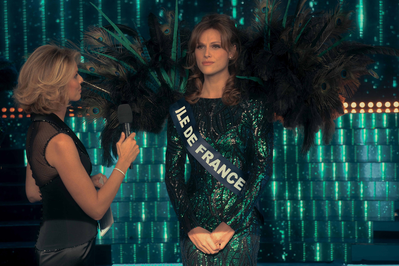 《艾蜜莉在巴黎》男星主演跨性別電影《MISS》,勇敢追夢成法國小姐