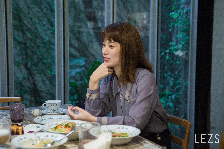 反串男生就像做自己,涵冷娜直言自己愛看漂亮女生--專訪《揭大歡喜》涵冷娜